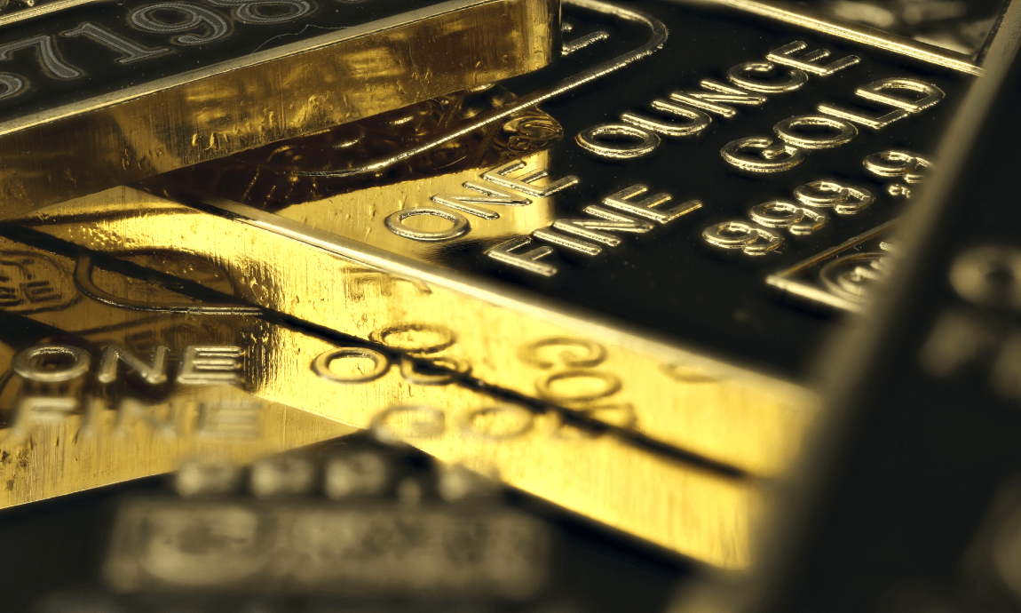 Gold trades above $1.800, its highest level since 2011 as virus cases spike